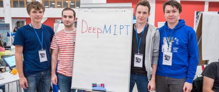 Стипендиат благотворительного фонда «ЛЕКИ» Ахмедхан Шабанов стал призером международного соревнования между программистами по искусственному интеллекту и компьютерному зрению VisionHack 2017.